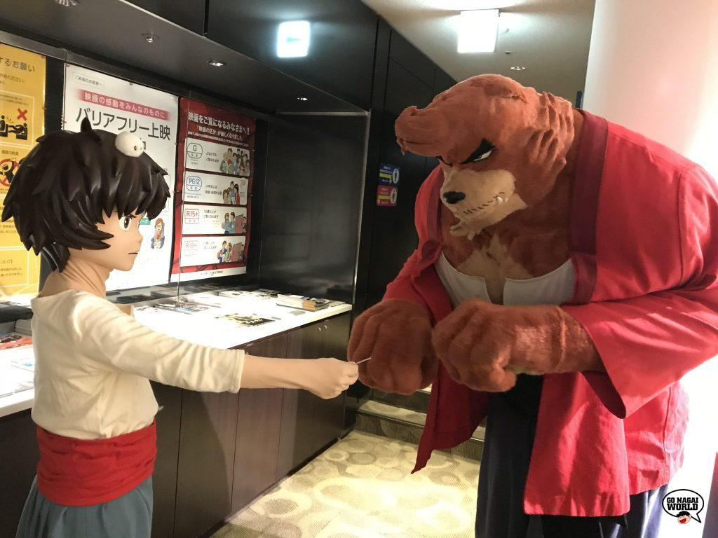 Kigurumi di The Boy and the Beast, in occasione della rassegna che inaugura il rinnovato impianto Kadokawa Cinema Shinjuku.
