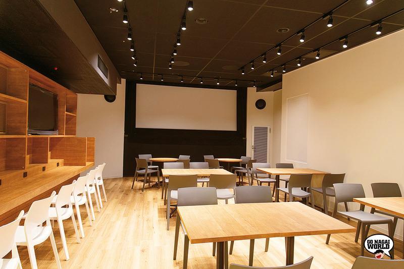 La sala buffet del Kadokawa Cinema Shinjuku, ancora in fase di allestimento.